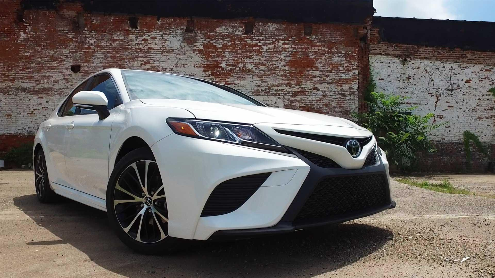 Redesigned 2018 Toyota Camry Adds Flavor, Inside and Out - Consumer Reports