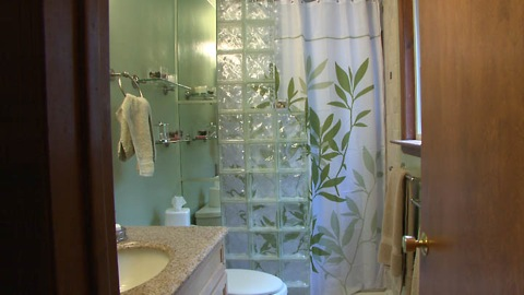 Bathroom Makeover For Under $1000 inexpensive bathroom makeovers