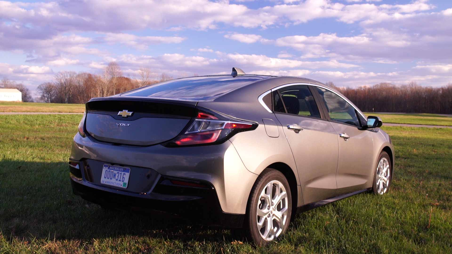 Volt Vs Prius A Plug In Takes On A Hybrid Consumer Reports