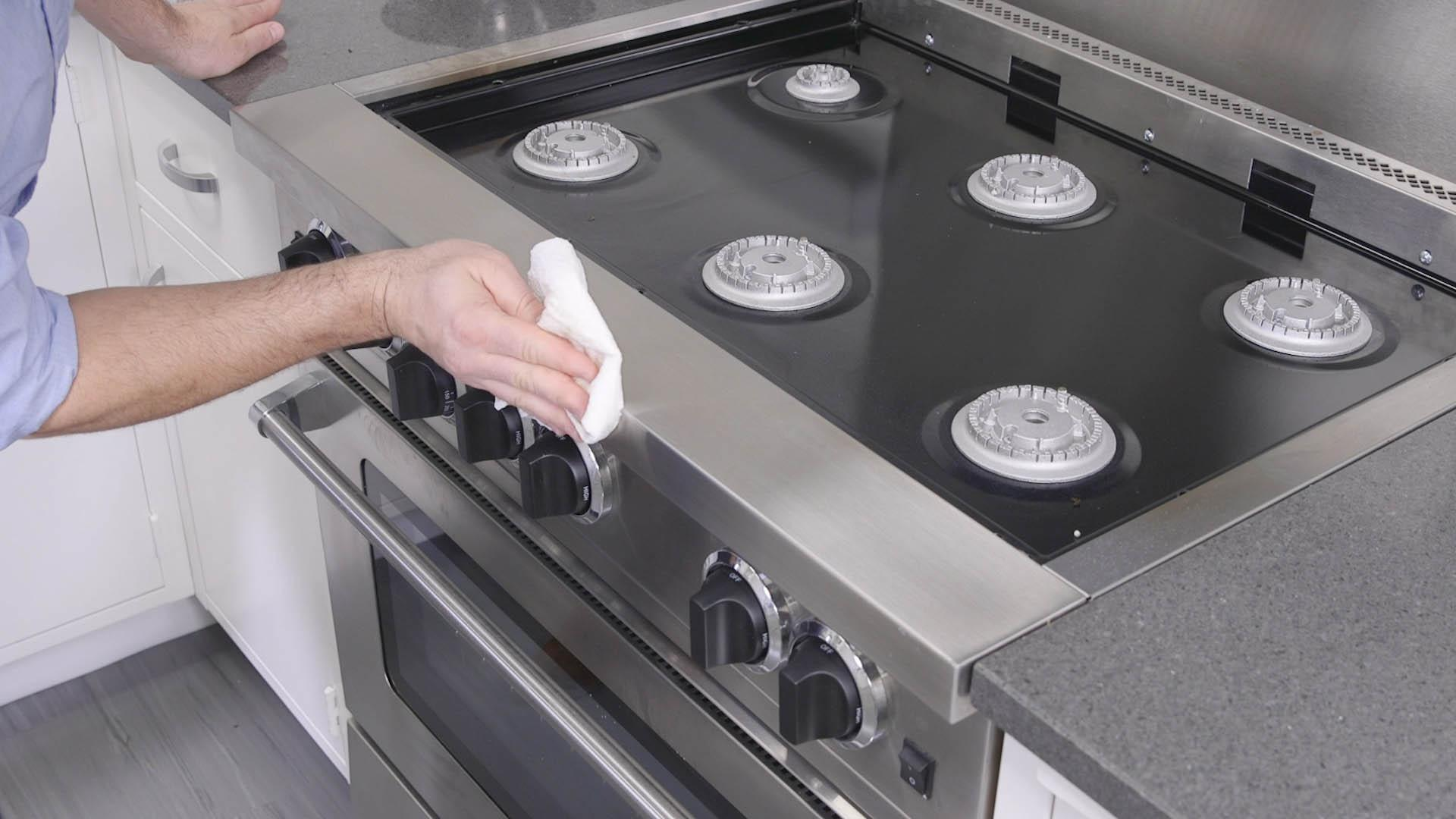 How to Clean a Dirty Oven and Grimy Stovetop - Consumer Reports