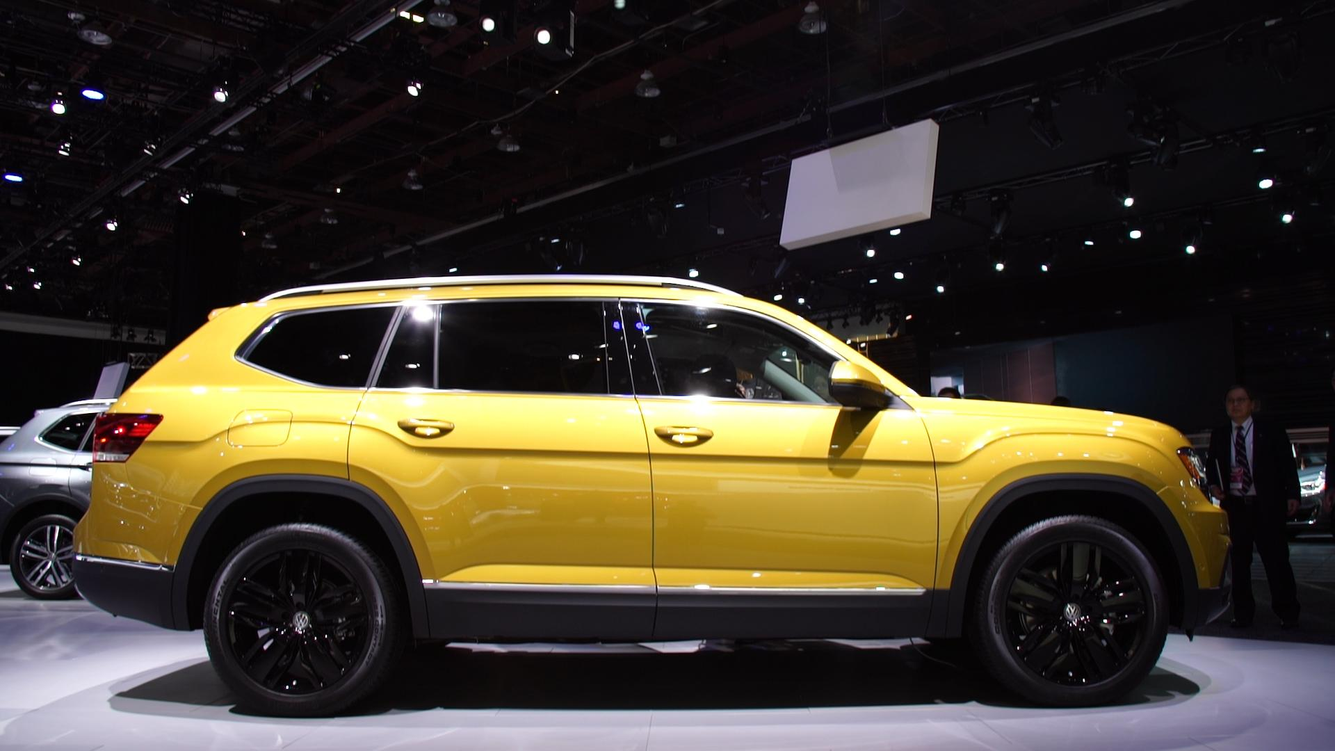 all new 2018 volkswagen atlas adds a three row suv to carmaker 39 s lineup consumer reports. Black Bedroom Furniture Sets. Home Design Ideas