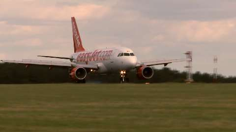This ITN Productions video shows how Met Office meteorologists are working on-site with the easyJet network at its London Luton Airport headquarters, to help improve operational efficiency and keep passengers moving through all weather conditions.