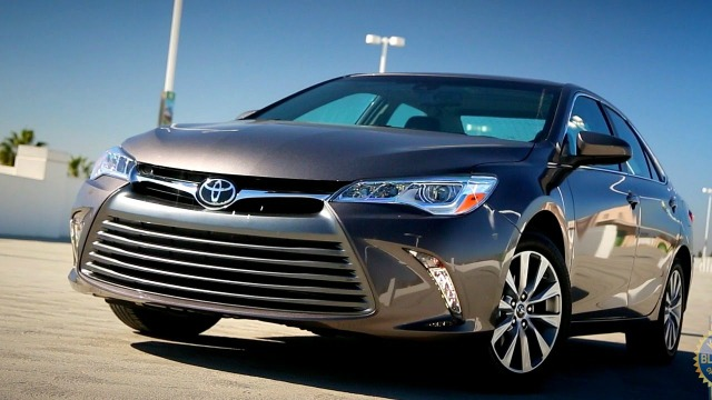 2017 toyota camry buyer 39 s guide kelley blue book. Black Bedroom Furniture Sets. Home Design Ideas