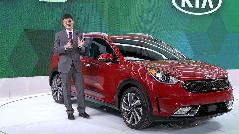 Kia seems ready to take on the Toyota Prius in a contest no one is watching because gas is less than $2 a gallon. But that could change once gas prices eventually go back up and people start looking at hybrids like the all-new-for-2017 Kia Niro.