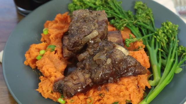 Simple beef short ribs video allrecipes simple beef short ribs forumfinder Choice Image