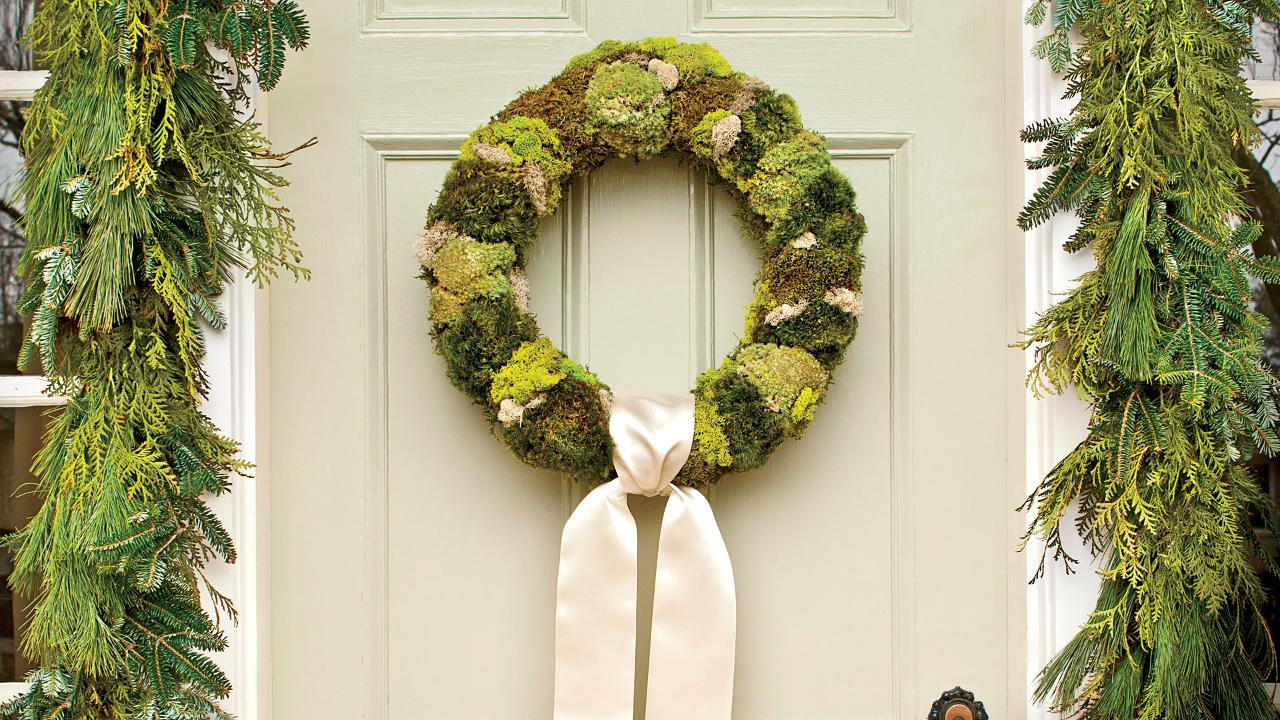 Make a Simply Natural Moss Wreath